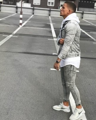 How to Wear Grey Skinny Jeans For Men: Marry a grey denim jacket with grey skinny jeans for a relaxed getup with a modern finish. Feeling inventive today? Switch up this outfit by rounding off with white athletic shoes.
