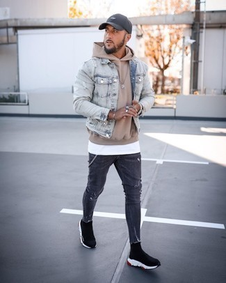 Tan Hoodie with Skinny Jeans Outfits For Men: Pair a tan hoodie with skinny jeans for an edgy ensemble that's also easy to wear. If not sure about the footwear, stick to a pair of black and white athletic shoes.