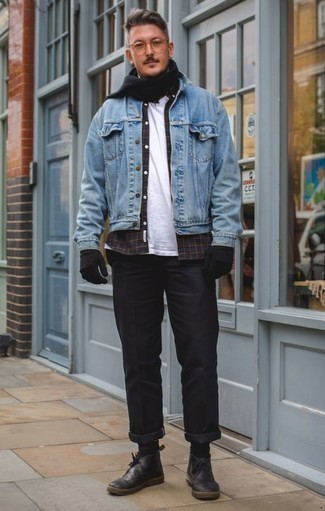 How to Wear Black Leather Desert Boots: Who said you can't make a stylish statement with a relaxed casual outfit? Draw the attention in a light blue denim jacket and black chinos. Black leather desert boots tie the outfit together.