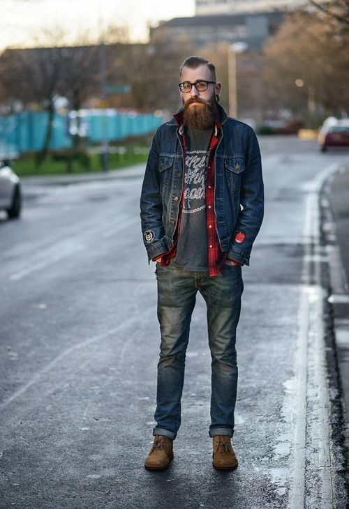 How To Wear a Charcoal Crew-neck T-shirt With a Blue Denim Jacket ...