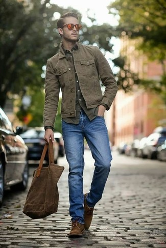 An army green button-down shirt and an olive long sleeve shirt is a good combo to add to your casual lineup. Dark brown suede derby shoes will instantly smarten up even the laziest of looks.