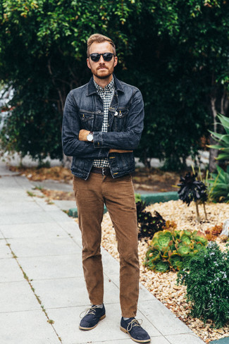 Look amazing without exerting much effort in a navy denim jacket and brown corduroy jeans. Navy suede desert boots are a good choice to complete the look. This getup is also great if you're scouting for hot weather wear to get through a boring day in the office.
