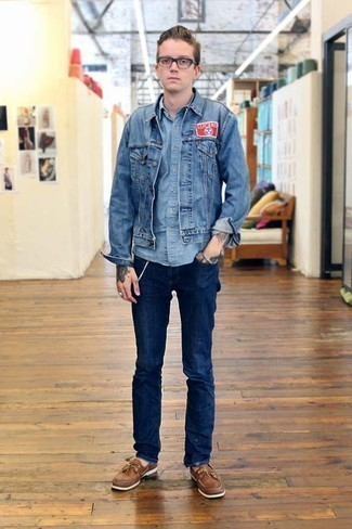 How to Wear a Blue Denim Jacket For Men: You'll be amazed at how super easy it is for any guy to throw together this laid-back ensemble. Just a blue denim jacket and navy jeans. A pair of brown leather boat shoes looks right at home here.