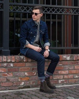 Dark Brown Sunglasses Outfits For Men: Team a navy denim jacket with dark brown sunglasses to get a casual street style and absolutely dapper outfit. Give a more sophisticated twist to this outfit by rocking a pair of dark brown suede chelsea boots.