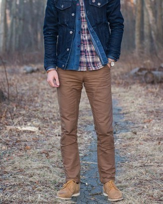 Navy Chambray Long Sleeve Shirt Outfits For Men: A navy chambray long sleeve shirt and a navy chambray long sleeve shirt paired together are a perfect match. Take a more elegant approach with shoes and complete your ensemble with tan suede derby shoes.