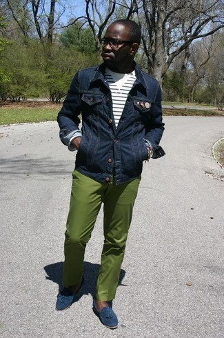 Men's Looks & Outfits: What To Wear In 2020: This pairing of a navy denim jacket and green chinos makes for the ultimate casual style for any gentleman. Navy suede tassel loafers are a simple way to upgrade this getup.