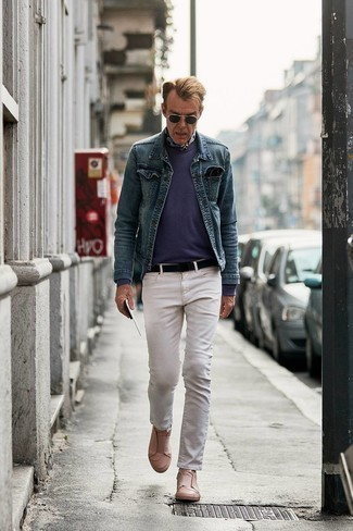 Bandana Outfits For Men: Show off your credentials in men's fashion by wearing this edgy combo of a blue denim jacket and a bandana. Rev up the appeal of this ensemble by wearing tan leather slip-on sneakers.
