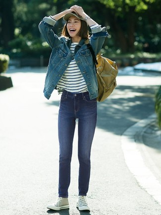 How to Wear a Canvas Backpack For Women: Why not dress in a blue denim jacket and a canvas backpack? As well as super comfortable, these items look fabulous together. Why not complement your outfit with grey canvas high top sneakers for an extra touch of style?