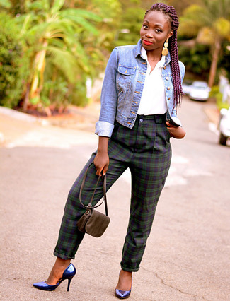 How to wear: blue denim jacket, white short sleeve button down shirt, navy and green plaid skinny pants, navy leather pumps