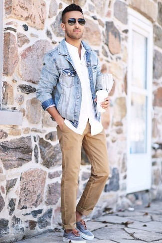 Men's Looks & Outfits: What To Wear In 2020: This casual combination of a light blue denim jacket and khaki chinos is a safe bet when you need to look good in a flash. For something more on the daring side to finish off this getup, introduce light blue canvas low top sneakers to the equation.