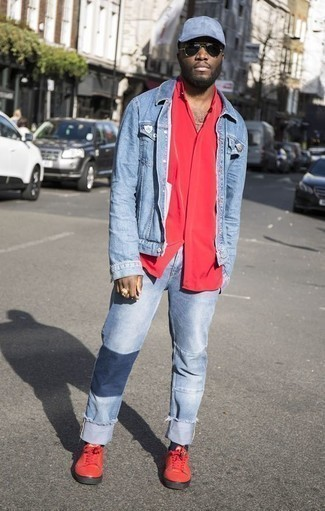 How to Wear Black Socks In Your 30s For Men: A light blue denim jacket and black socks are a wonderful combo to add to your current outfit choices. Finish off with red canvas low top sneakers to punch up this look.