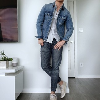 Charcoal Jeans Outfits For Men: A blue denim jacket and charcoal jeans paired together are a sartorial dream for those dressers who prefer laid-back styles. The whole ensemble comes together perfectly if you complement your look with beige canvas low top sneakers.