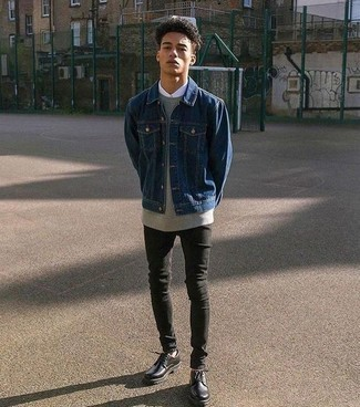 How to Wear a Grey Sweatshirt In Your Teens For Men: Choose a grey sweatshirt and black skinny jeans to achieve a truly stylish and modern-looking casual street style ensemble. Inject a dash of class into this getup by rounding off with a pair of black leather derby shoes.