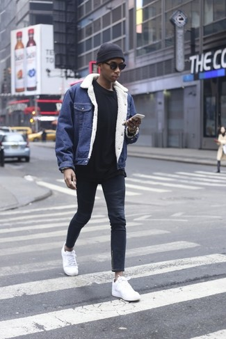 How to wear: blue denim jacket, black sweatshirt, navy skinny jeans, white leather low top sneakers