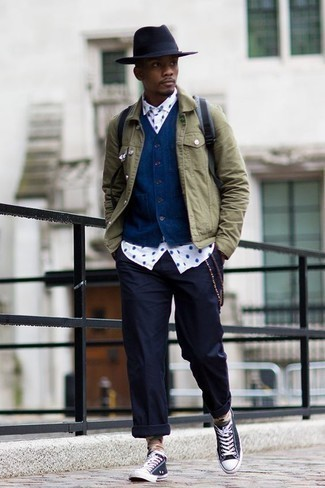 How to Wear a Navy Waistcoat: Make women swoon in a navy waistcoat and navy chinos. Let your expert styling really shine by completing your outfit with navy and white canvas low top sneakers.