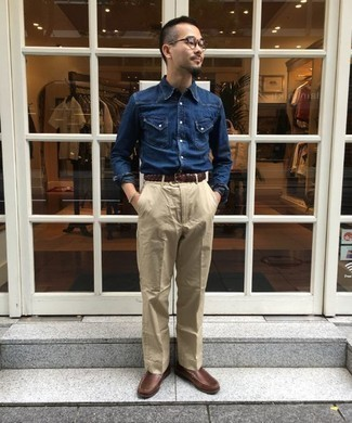 How to Wear a Navy Denim Shirt For Men: When you need to feel confident in your look, consider pairing a navy denim shirt with beige chinos. Tap into some Idris Elba dapperness and grab a pair of brown leather loafers.