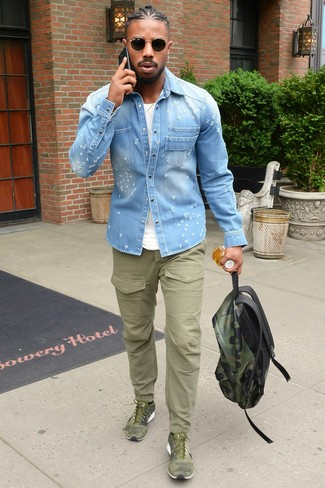 How to wear: light blue denim shirt, white crew-neck t-shirt, olive cargo pants, olive athletic shoes