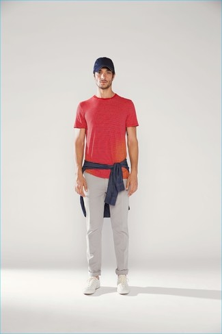 How to wear: navy denim shirt, red horizontal striped crew-neck t-shirt, grey chinos, white leather low top sneakers