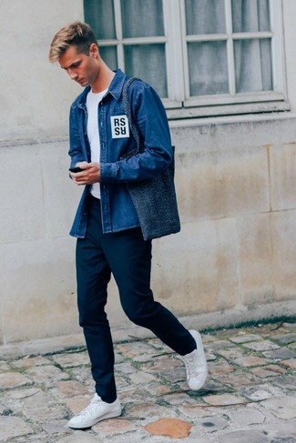 How to Wear a Navy Canvas Tote Bag For Men: Want to inject your wardrobe with some casual city style? Rock a blue denim shirt with a navy canvas tote bag. Make this ensemble a bit more sophisticated by rounding off with white leather low top sneakers.