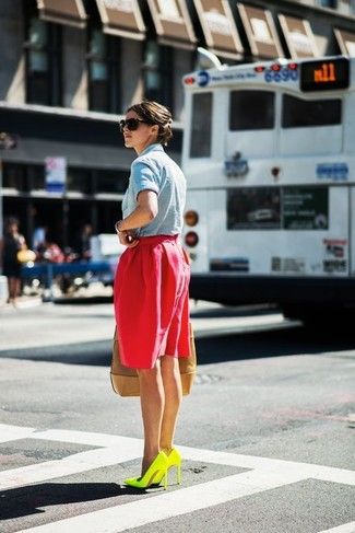 How to wear: light blue denim shirt, red full skirt, green-yellow leather pumps, tan leather tote bag