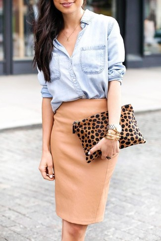Tan Leopard Suede Clutch Dressy Spring Outfits: Rock a light blue denim shirt with a tan leopard suede clutch for a fashionable and off-duty ensemble. This combination is super comfortable and will help you out in transitional weather.