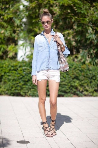 How to wear: light blue denim shirt, white denim shorts, dark brown leather gladiator sandals, grey print canvas tote bag