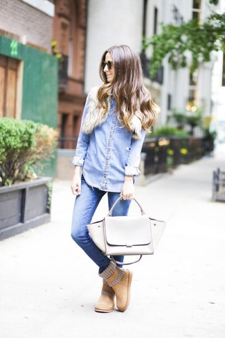 How to wear: light blue denim shirt, blue skinny jeans, tan uggs, grey leather satchel bag