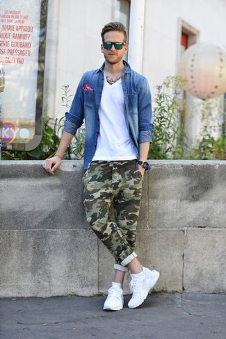 How to wear: blue denim shirt, white v-neck t-shirt, olive camouflage chinos, white athletic shoes