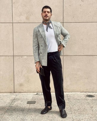 Bandana Outfits For Men: A grey check wool double breasted blazer and a bandana are true essentials if you're putting together a casual wardrobe that holds to the highest sartorial standards. Let's make a bit more effort with shoes and complement your outfit with black woven leather loafers.