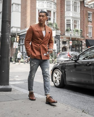 Dark Brown Pocket Square Outfits: A tobacco double breasted blazer and a dark brown pocket square are amazing menswear staples that will integrate well within your day-to-day casual wardrobe. If you feel like playing it up a bit now, introduce brown leather brogues to your outfit.