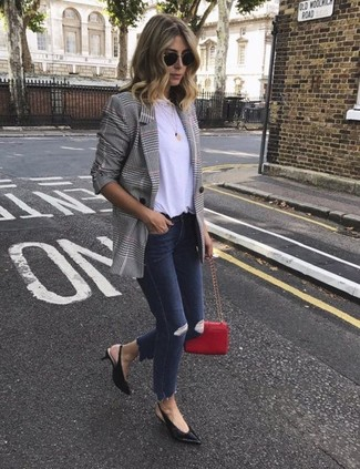 How to wear: grey double breasted blazer, white crew-neck t-shirt, navy ripped skinny jeans, black leather pumps