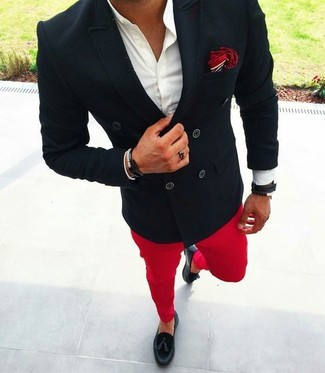 Something as simple as teaming a black double breasted blazer with Band Of Outsiders Red Faded Twill Chino Trousers can potentially set you apart from the crowd. Black leather tassel loafers look awesome here. Stick with this one if you're hunting for a great summer look.