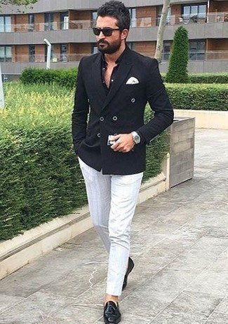 This combination of a black double breasted blazer and white chinos is perfect for a night out or smart-casual occasions. This ensemble is complemented perfectly with Cole Haan Pinch Air Tassel. We love how great this getup is when real summer weather settles in.