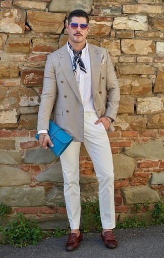 How to Wear a Beige Pocket Square: For practicality without the need to sacrifice on good style, we love this combination of a grey double breasted blazer and a beige pocket square. Burgundy fringe leather loafers are guaranteed to breathe an added touch of class into your outfit.