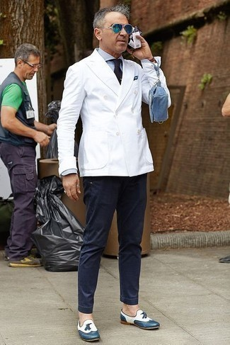 Navy Chinos Outfits: This semi-casual combo of a white double breasted blazer and navy chinos is very easy to put together without a second thought, helping you look awesome and prepared for anything without spending a ton of time searching through your wardrobe. Finishing off with navy leather tassel loafers is a surefire way to add a little fanciness to your look.
