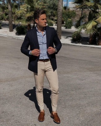 Dark Brown Leather Belt Outfits For Men: Consider teaming a navy double breasted blazer with a dark brown leather belt for a edgy and casual and fashionable ensemble. On the shoe front, go for something on the smarter end of the spectrum and complement this outfit with brown leather loafers.