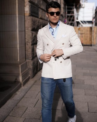 Navy Jeans Outfits For Men: You'll be amazed at how extremely easy it is for any guy to get dressed this way. Just a beige double breasted blazer and navy jeans. Have some fun with things and add white and black leather low top sneakers to your outfit.