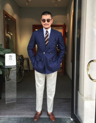 Brown Sunglasses Outfits For Men: This laid-back pairing of a navy double breasted blazer and brown sunglasses takes on different forms according to how you style it. Wondering how to finish your look? Finish off with brown leather loafers to spruce it up.