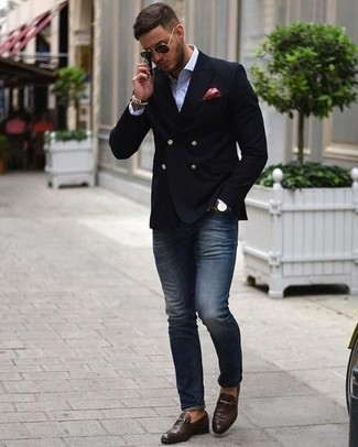 How to wear: black double breasted blazer, white dress shirt, navy skinny jeans, dark brown leather loafers