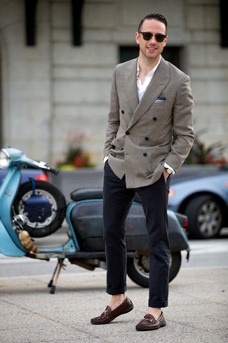 How to Wear a Jacket For Men: This pairing of a jacket and navy chinos is hard proof that a safe look can still be extra dapper. Finishing off with a pair of dark brown leather loafers is an easy way to introduce a bit of flair to your outfit.