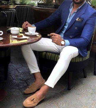 How to Wear a Beige Pocket Square: Putting together a blue double breasted blazer with a beige pocket square is a great idea for a cool and casual ensemble. Bring a different twist to an otherwise mostly casual ensemble by slipping into tan suede tassel loafers.