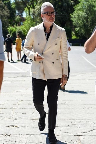How to Wear a Beige Double Breasted Blazer For Men: This pairing of a beige double breasted blazer and black chinos oozes effortless sophistication. If you're hesitant about how to finish off, a pair of black suede chelsea boots is a wonderful choice.