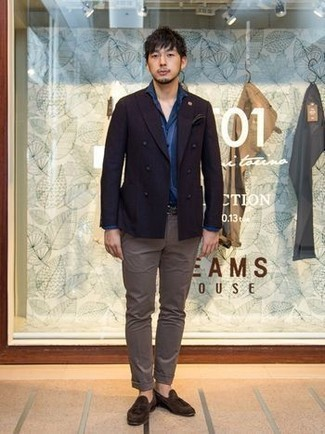 How to Wear Brown Suede Tassel Loafers: This pairing of a dark purple double breasted blazer and brown chinos will hallmark your expertise in menswear styling. A trendy pair of brown suede tassel loafers is an easy way to breathe a hint of polish into this look.