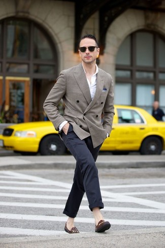 A white long sleeve shirt and navy blue chinos are absolute essentials if you're crafting an off-duty wardrobe that matches up to the highest style standards. Opt for a pair of dark brown leather loafers to kick things up to the next level. We're loving how ideal this outfit is when summer settles in.