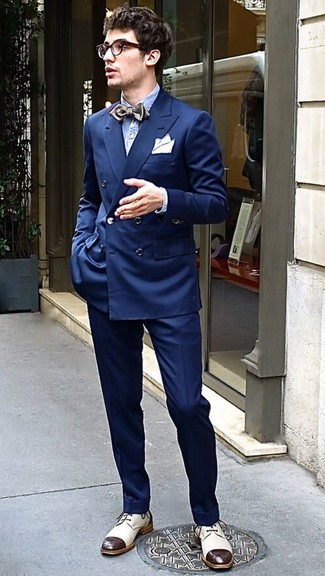 Pair a navy double breasted blazer with Canali Five Pocket Wool Trousers to ooze class and sophistication. Beige leather derby shoes will deliver more playfulness to your outfit. Seeing as it's hot outside, this ensemble appears perfect and entirely summer-appropriate.