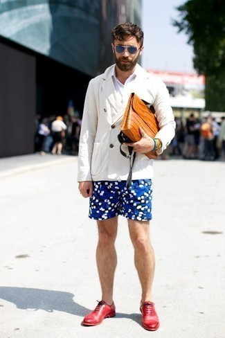 Navy Shorts with Oxford Shoes Outfits: This semi-casual combination of a white double breasted blazer and navy shorts is extremely easy to throw together in no time flat, helping you look seriously stylish and ready for anything without spending too much time combing through your wardrobe. Don't know how to finish off this outfit? Wear a pair of oxford shoes to lift it up.