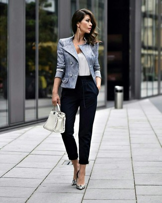 Navy Tapered Pants Outfits For Women: Infuse versatility into your day-to-day casual lineup with a light blue double breasted blazer and navy tapered pants. Grey snake leather pumps finish off this outfit very nicely.