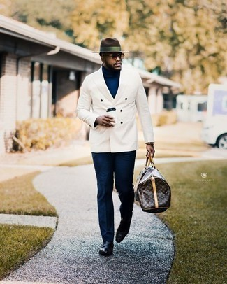 How to Wear a Hat For Men: A white double breasted blazer and a hat are essential in any modern man's functional casual wardrobe. Bring an elegant twist to an otherwise simple ensemble by finishing with black leather loafers.