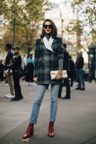 How to Wear a Charcoal Turtleneck For Women: A charcoal turtleneck and light blue jeans are a great look to keep in your casual styling lineup. Red leather ankle boots round off this look quite well.
