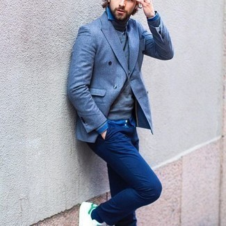 Blue Chambray Long Sleeve Shirt Outfits For Men: For relaxed dressing with a modernized spin, marry a blue chambray long sleeve shirt with navy chinos. Feeling creative today? Shake things up by finishing off with white and green leather low top sneakers.